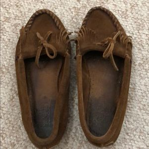 Moccasin size 6 brown suede shoes Minnetonka